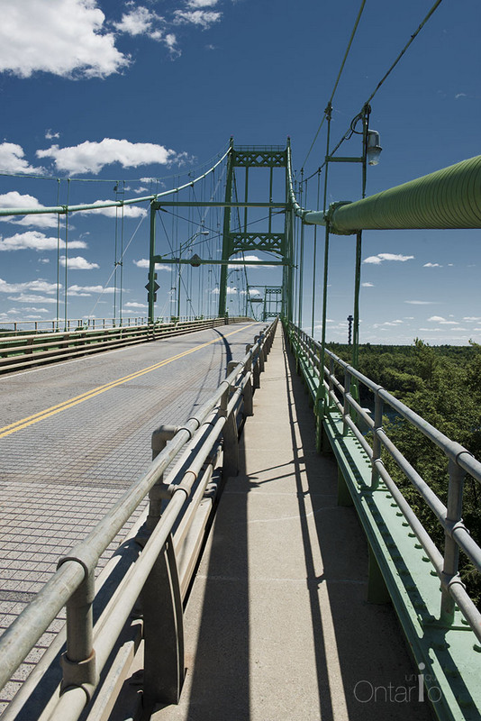 A scenic walk along the 1000 Islands Bridge